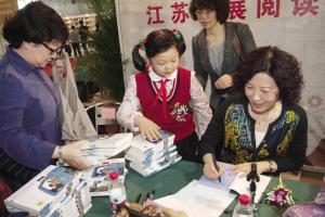 黄蓓佳:希望城市的孩子能感受另一种苦难的成长