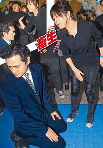 陈俊生现身女友告别式引发冲突 挨巴掌下跪道歉