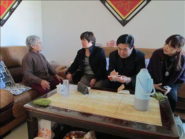 潍坊市奎文区梨园街道走进居民家中听取意见建议