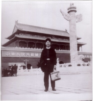 1958年11月,雷锋从湖南家乡赴鞍钢途经首都北京在天安门前留影