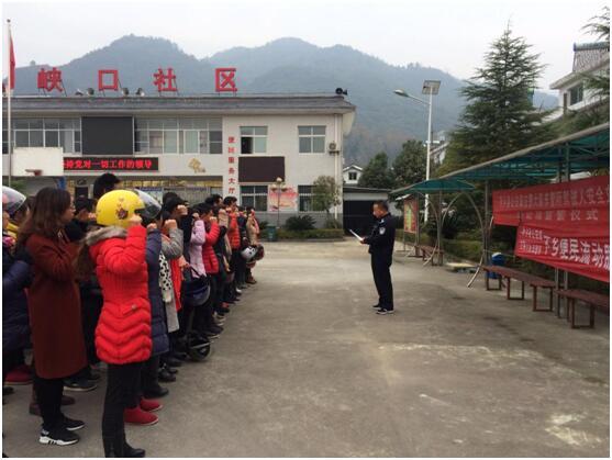 陕西省西乡县公安局交警大队车管所送考下乡暖人心