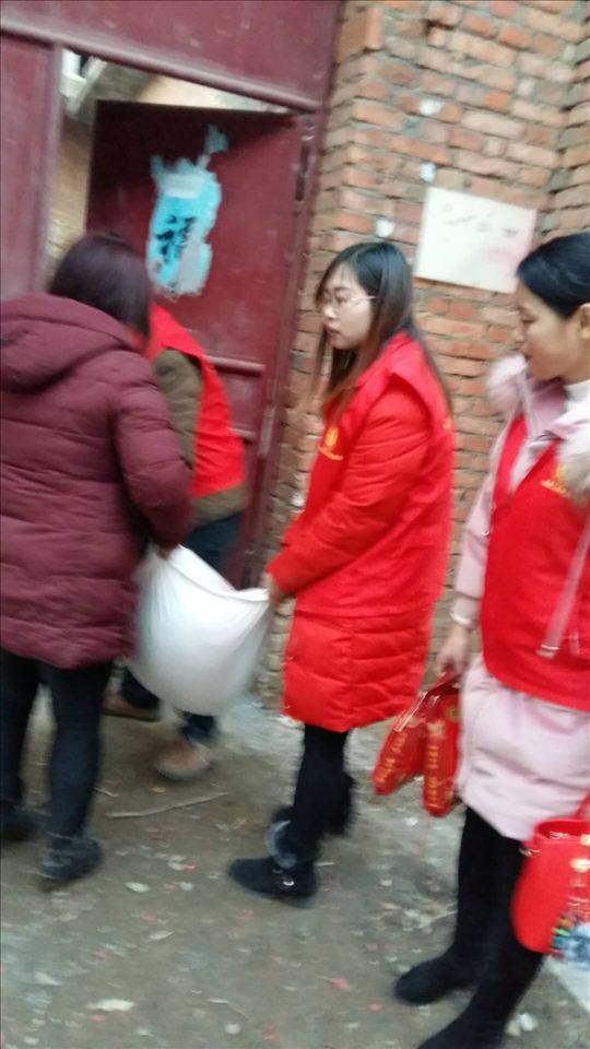 方城县二初中:为贫困学生送温暖