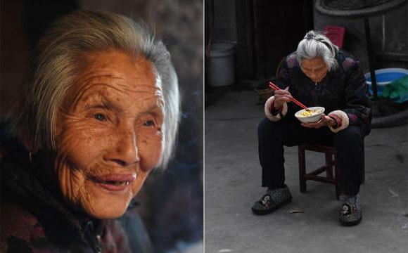 团圆饭一大桌,老人却偷偷躲在厨房吃剩菜