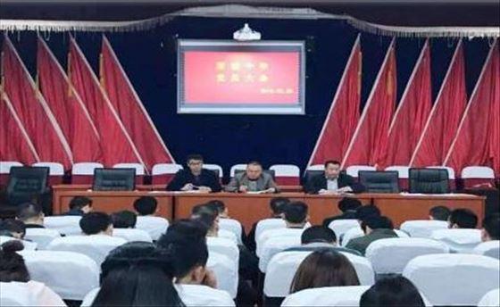 四川省通江县至诚中学党支部开展清明节上党课活动