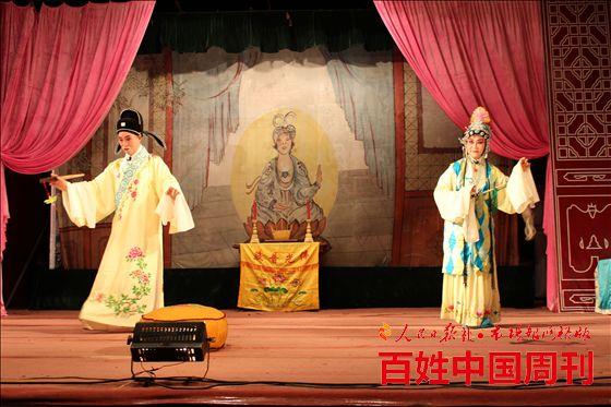 梅村街道泰伯三社区举办戏曲文艺晚会