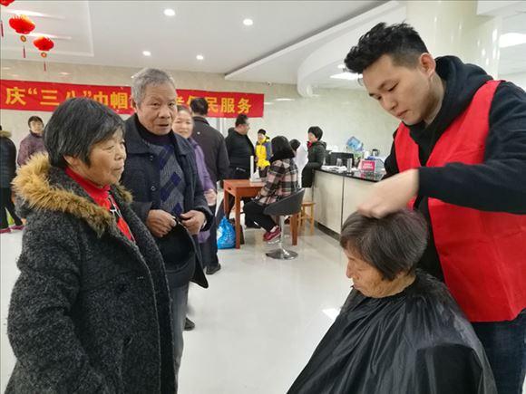 泰伯二社区开展学雷锋志愿服务活动