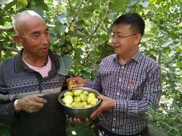 """新疆奎屯市人民法院领导周末下社区提振""""访惠聚""""工作队士气"""