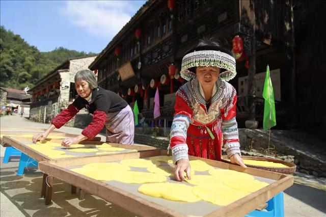 浙江新昌:一张玉米饼做出了大市场
