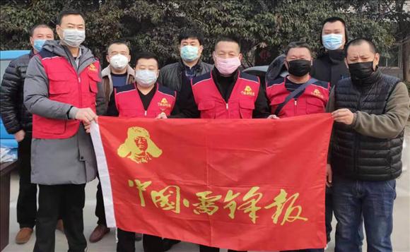 对抗疫情,中国雷锋报聊城工作站为一线出租车司机捐赠口罩