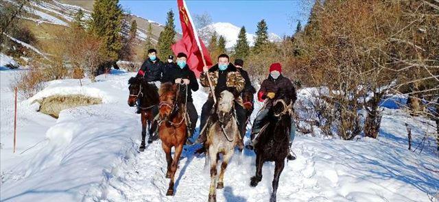 抗击疫情:新疆尼勒克县马背服务队挺进最后一公里