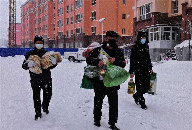 """新疆尼勒克县3000党员干部活跃战""""疫""""一线服务社区群众"""