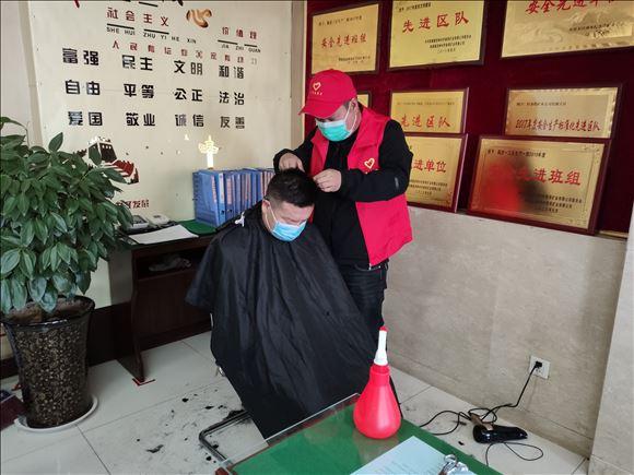 """陕北矿业柠条塔公司:雷锋纪念日里""""最靓的仔"""""""