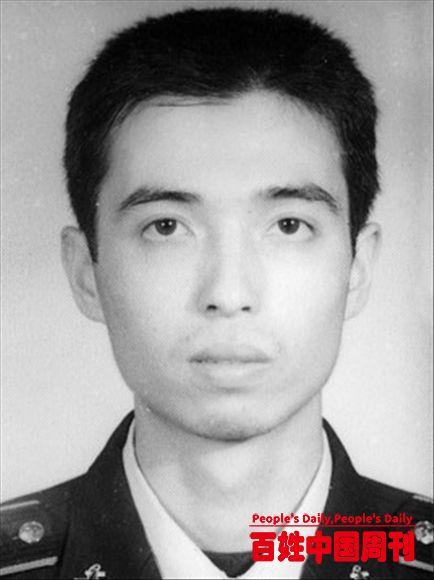"""壮丽的青春之歌:追记""""舍己救人的军校优秀大学生""""刘晓松"""