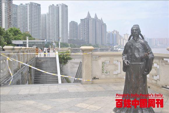 重庆涪陵:三峡库区最大洪峰176余米流过