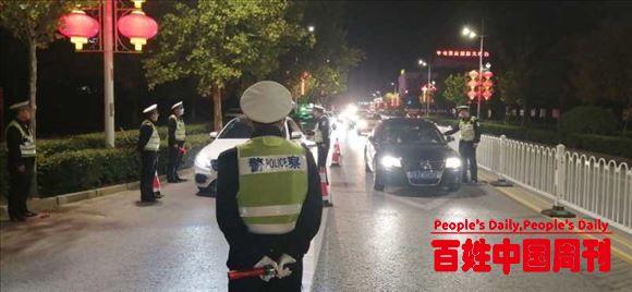 河北省河间市交警着力治理交通秩序助力提升城市形象