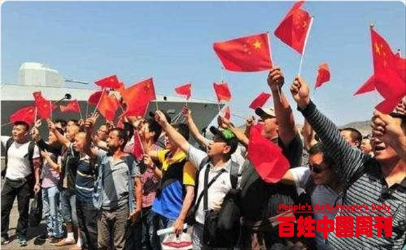 中国式撤侨全球惊艳,武装分子无一人敢动,只因警示牌上一句话