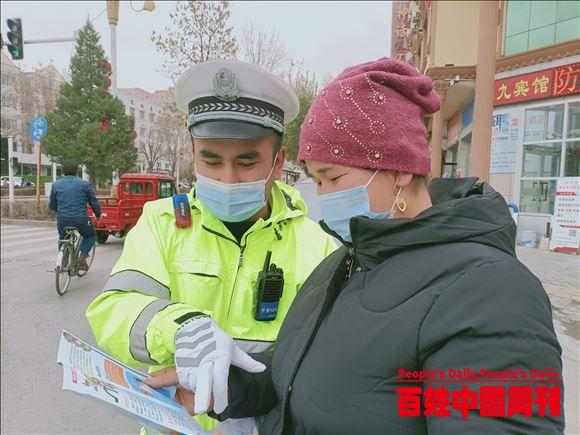 """新疆伊宁:杏乡交警以""""119消防日""""为契机开展交通安全宣传"""