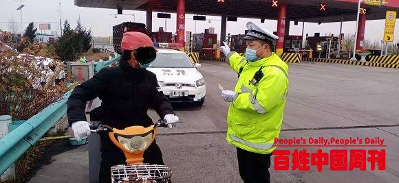 新疆伊宁县:无知男子骑电动车上高速交警挡停讲法劝返除隐患