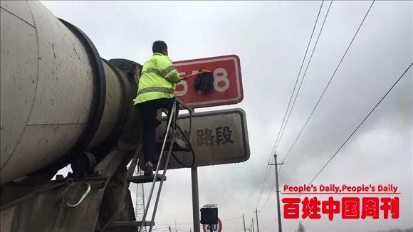 新疆伊宁县公安局交通管理大队开展冬季道路交通安全隐患排查工作